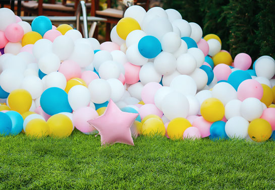 outdoor birthday party decoration with balloons