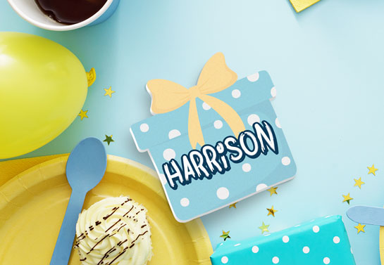 Backyard birthday gift-shaped name card