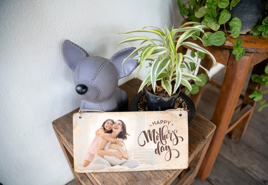 Happy Mother's Day wooden decor idea with a photograph