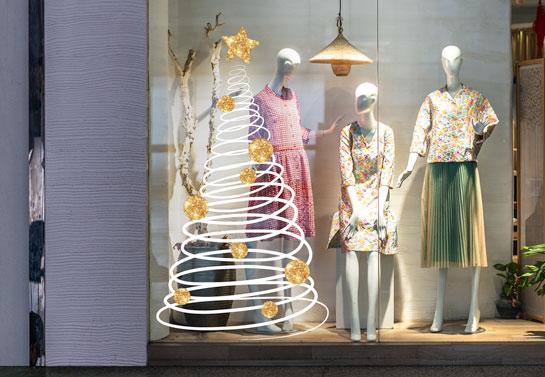 Spiral Christmas tree window decoration idea