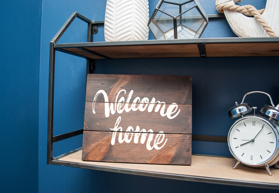 Welcome Home wooden decor idea