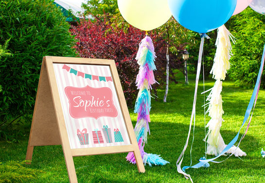 simple outdoor birthday decoration to welcome guests