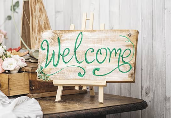 welcoming wood sign idea with the word Welcome printed on it in a green color