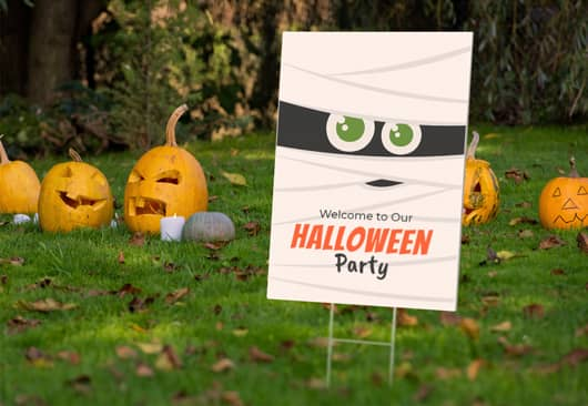cute outdoor Halloween welcome sign placed in the yard