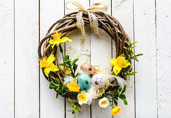 Decorative wreath as an Easter decoration idea for home