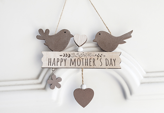 Mother's day hanging woodwork idea with a text board and cute elements