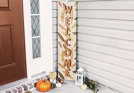 front door Thanksgiving sign with a welcoming message