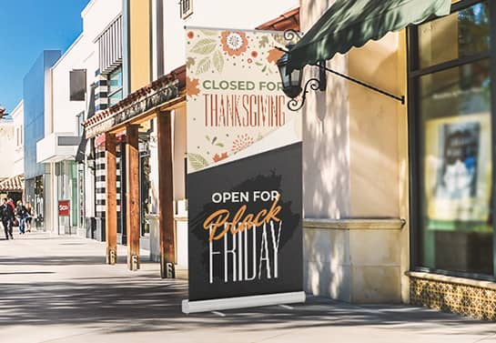 store closed for Thanksgiving sign in a large size displayed at the entrance