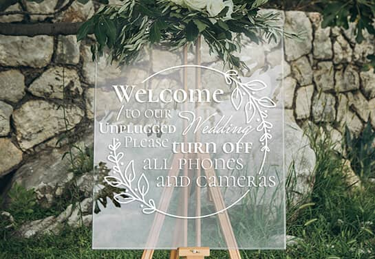 "transparent wedding sign idea displaying an ""Unplugged Wedding"" message"