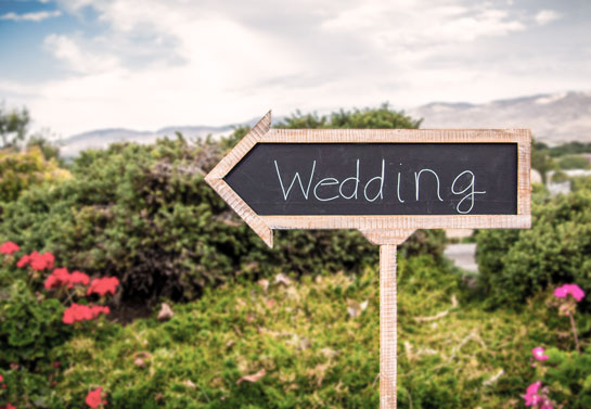 wedding outdoor chalkboard sign idea